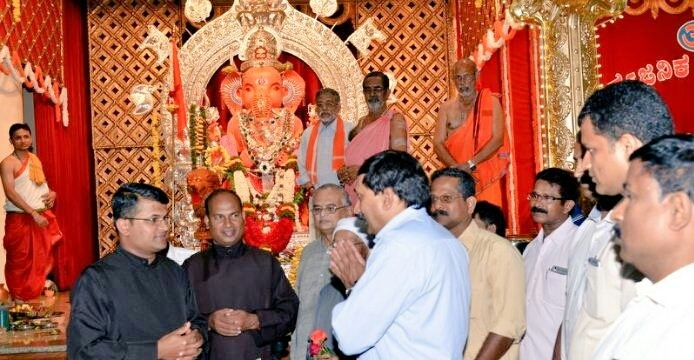 Christian priest, nuns visit Ganesh festival at RSS karyalaya in Mangaluru