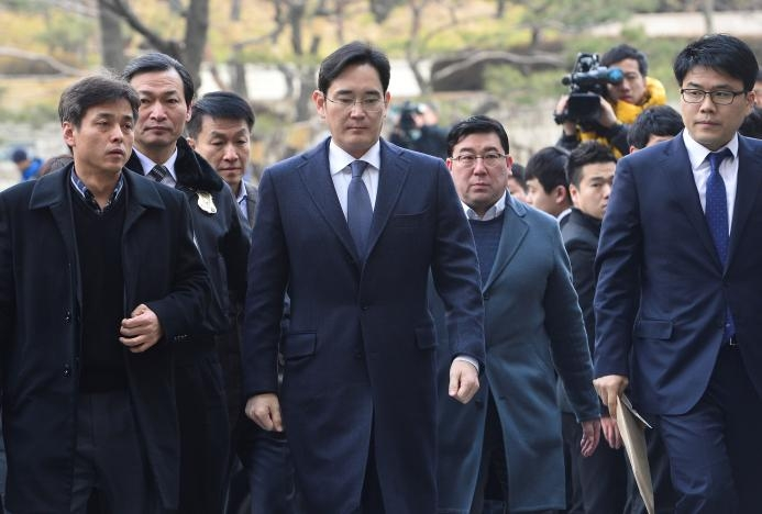 Samsung chief Lee arrested in corruption probe