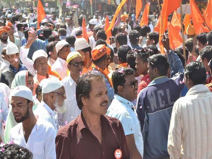Muslims welcome Hindu Sammelan procession