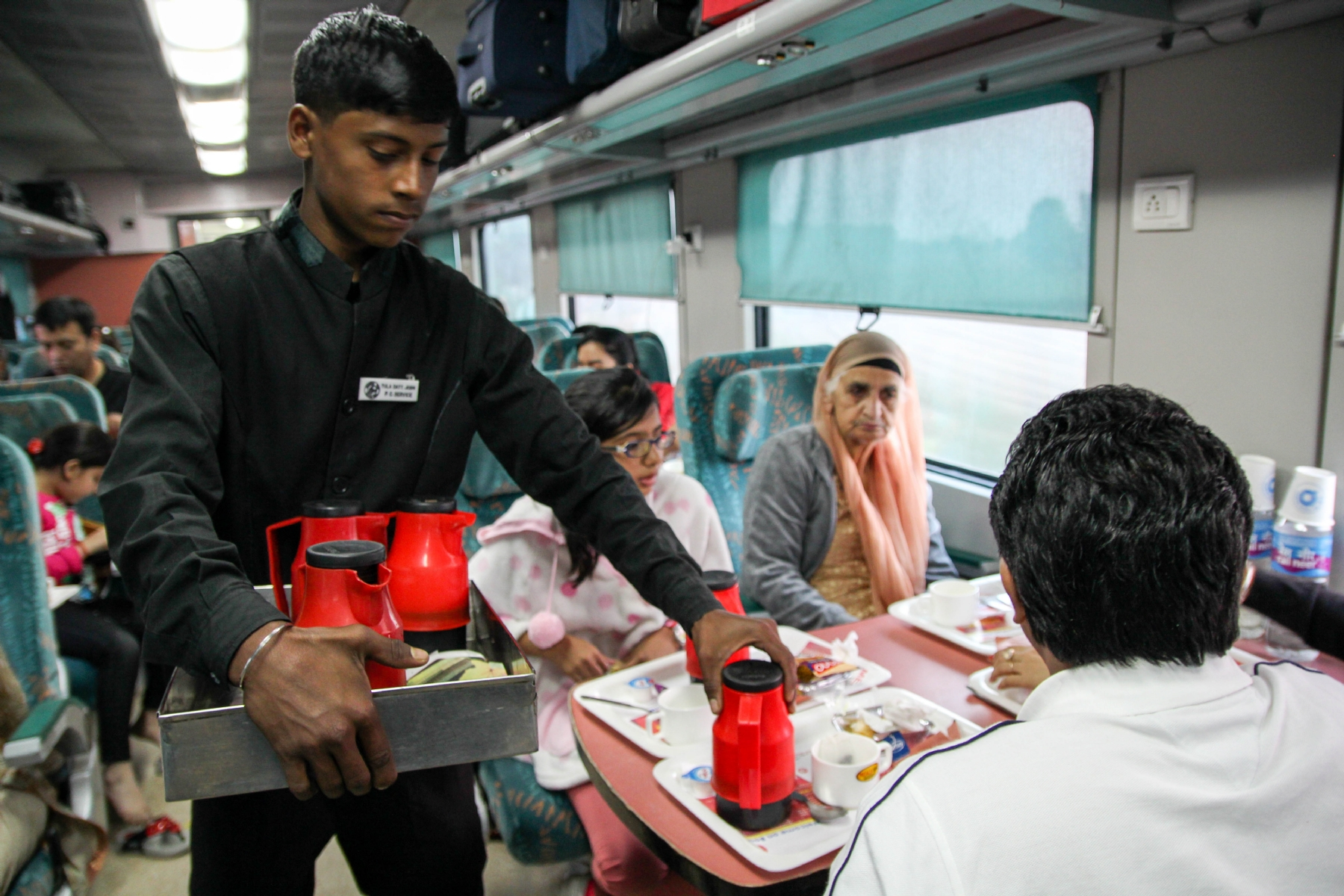 Calm Down! Indian Railway to satisfy passengers by providing meal rate card