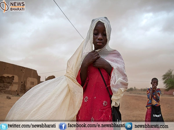 Women being victims of Climate changes in deserting villages of Sahara