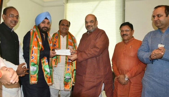 Senior Congress leader Arvinder Singh Lovely joins BJP ahead of the crucial MCD polls