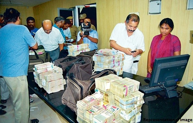 IT raids in around 80 locations of Tamil Nadu, Kerala, Karnataka