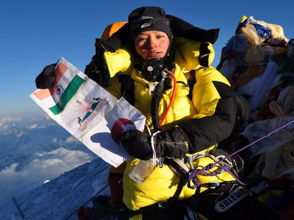 Arunachal girl Anshu Jamsenpa becomes first Indian woman to conquer Mt. Everest for 4 times