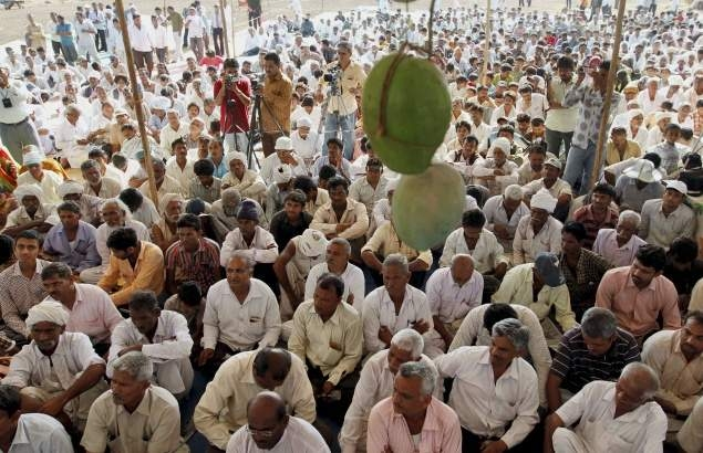 Maharashtra farmers on strike demands 'loan waive off'