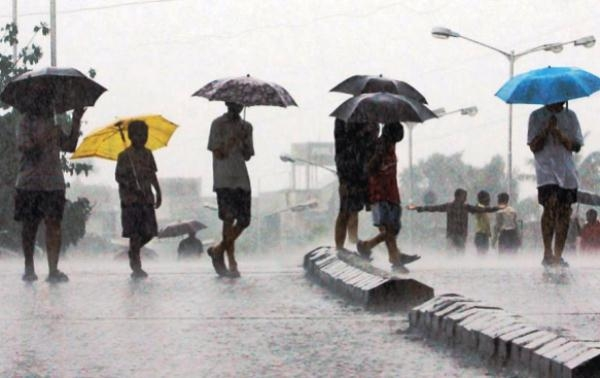 Rain to shower heavily in Maharashtra after Andhra, Telangana, TN & Kerala: See Animation