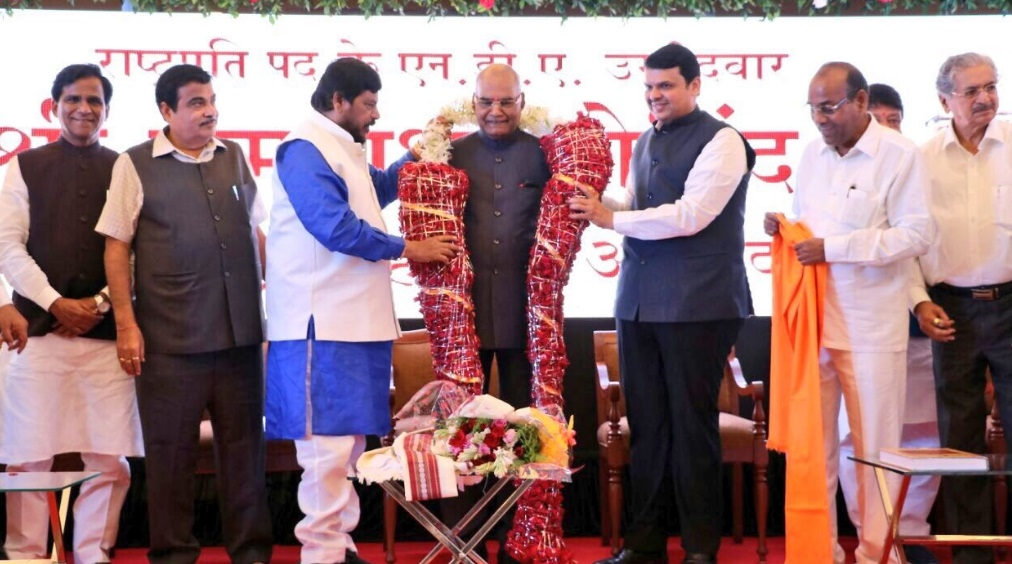 Ram Nath Kovind interacts with Maharashtra lawmakers