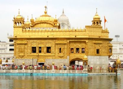 Golden Temple goes green by replacing plastic bags with biodegradable
