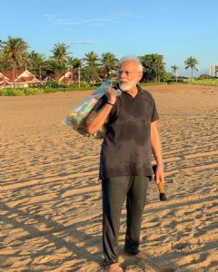 PM Modi picks up waste 'collection' from Mamallapuram beach; If he can, why can't we?