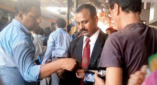 #TeraTimeAaega..! Ticket Nahi Nikala Toh Andar Chala Jaega..!! Western Railways share unique video to avoid punishable offence