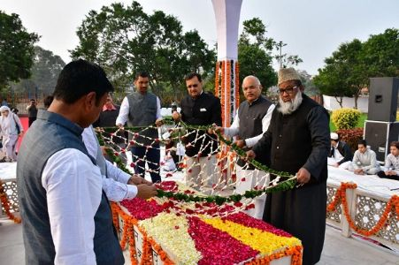 ICCR remembers Maulana Abul Kalam Azad on his 62nd death anniversary; President pays floral tributes at his Mazar