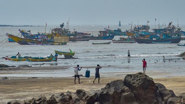 Cyclone Nisarga: PM Modi Reviews Situation - NewsBharati