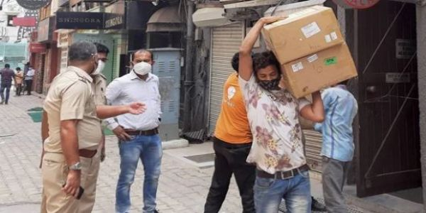 Black marketing of oxygen concentrators in Delhi! 105 recovered from Khan Market restaurant, total stands at 524